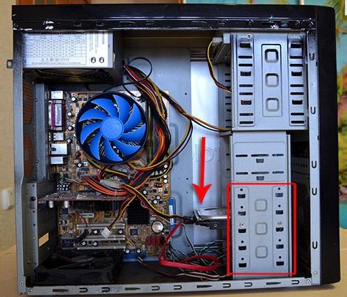 Расположение жёсткого диска в компьютере